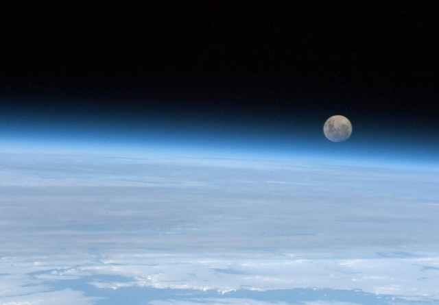 Photography-from-space-by-astronaut-Chris-Hadfield-5-e1359627498174