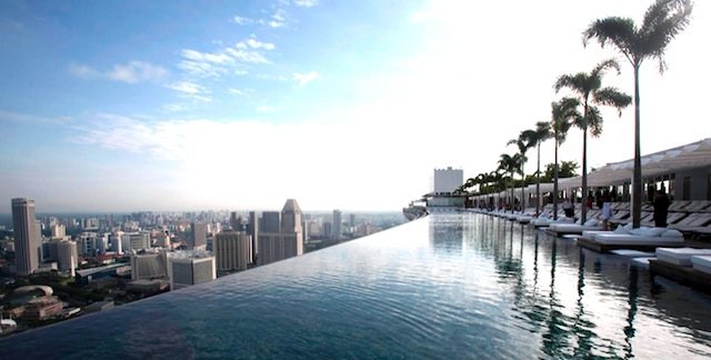 Infinity pools top 25 pools around the world for Marina bay sands hotel swimming pool