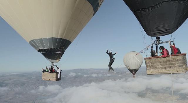 The Balloon Highline (Clip) (2)